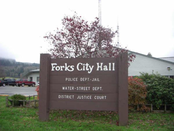 File:Forks City Hall.jpg