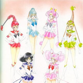 Eternal Sailor Saturn junto a Chibi Moon y el Sailor Quartetto