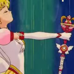 Pose de Sailor Moon a su izquierda