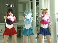 Sailor Moon, Sailor Mercury i Sailor Mars atakują PGSM - act16