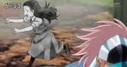Ennead protegiendo a una niña