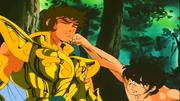 Aiolia se deixa golpear por Seiya
