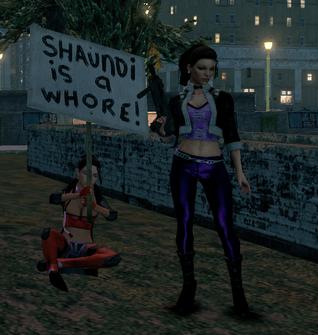 Shaundi posing with fan
