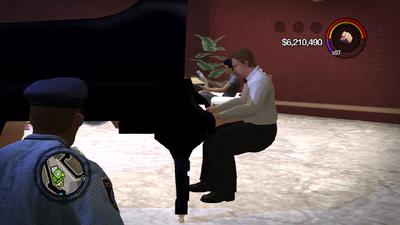 Hapton Hotel - piano man has no stool