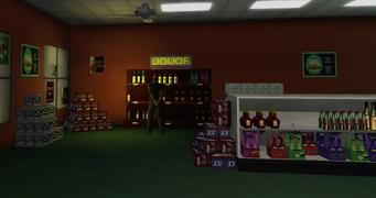 Brown Baggers Sommerset - interior shelves