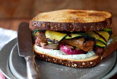 Grilled-sausage-sandwich