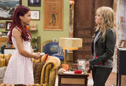 Sam and Cat staring at each other in the Pilot