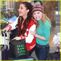 Ariana and Jennette at the airport