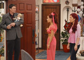Sam and Cat looking at Mr. Drange
