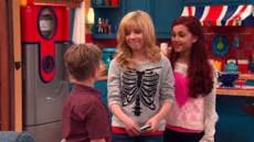Butler talking to Sam and Cat in TextingCompetition