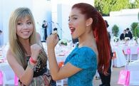 Ariana and Jennette posing