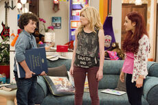 Dice holding a dictionary and talking to Sam and Cat 2