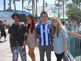 Ariana and Jennette with some boys