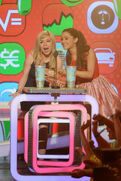 Jennette and Ariana announcing Favorite TV Actress 2013
