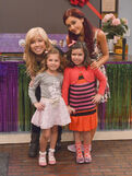 Jennette, Ariana, Rosie, and Sophia