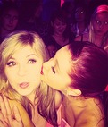 Ariana Grande kissing Jennette Mccurdy on the cheek