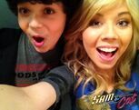 Cameron and Jennette in the backstage for FavoriteShow