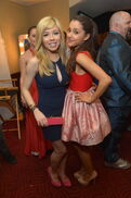 Jennette and Ariana backstage at KCAs 2013
