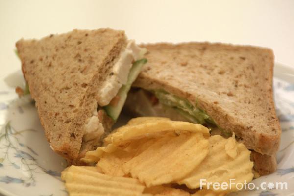 09 09 7---Sandwich-and-Crisps web