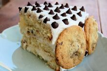 Chocolate-chip-cookie-cake-icing