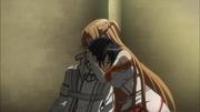 Asuna consuela a Kirito