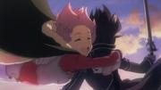 Lisbeth abrazando a Kirito