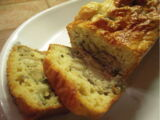 Cake aux olives, au jambon et aux champignons