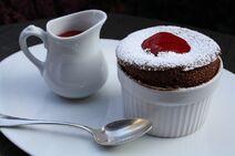 Souffle-chocolat-coulis-framboise