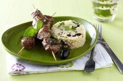 Recette-e16395-brochettes-d-agneau-marinees-au-basilic-semoule-aux-olives