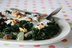Salade aux épinards avec du yaourt