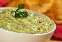 Keep-guacamole-from-turning-brown