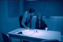 Хоффман допрашивает Джилл