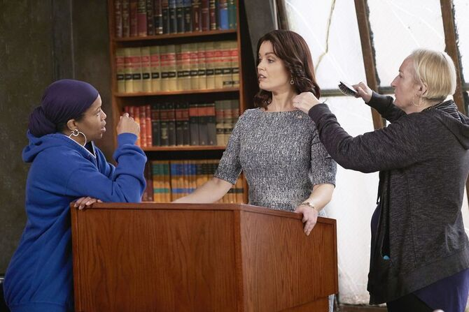 5x15 - Regina King and Bellamy Young 01