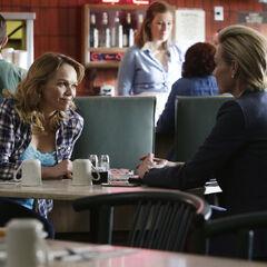 Elizabeth interviews Mellie's half-sister