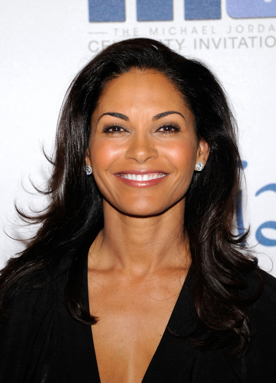 The 51-year old daughter of father (?) and mother(?) Salli Richardson in 2019 photo. Salli Richardson earned a 0,235 million dollar salary - leaving the net worth at 2 million in 2019