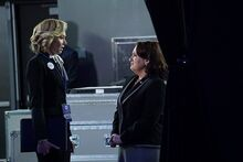 5x15 - Elizabeth North and Susan Ross 01