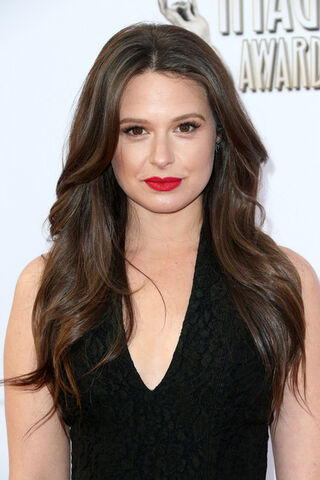 File:2014 NAACP Image Awards - Katie Lowes 01.jpg