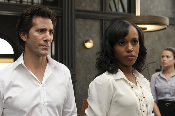 File:1x01 - Stephen Finch and Olivia Pope 01.jpg