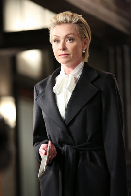 4x08 - Elizabeth North 02