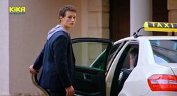 Sándor steigt ins Taxi 745