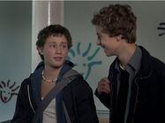 Folge 642 - Sándor (Lennart König, li.) und Tamas (Edzard Ehrle) befürchten, dass Sándor Nachhilfe von Magda bekommen soll. Er will aber lieber mit Coco lernen.