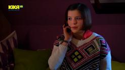 Roxy telefoniert 768