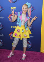JoJo-Siwa-at-2018-Teen-Choice-Awards-in-Beverly-Hills-7