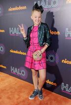 Jojo-siwa-nickelodeon-halo-awards-2016-in-new-york-city-10