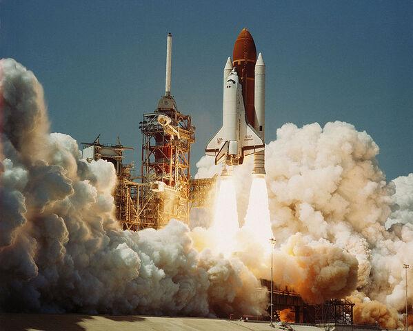 File:800px-Space Shuttle Challenger (04-04-1983).jpg