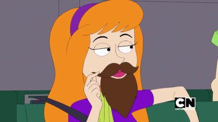 Daphne ze sztuczną brodą