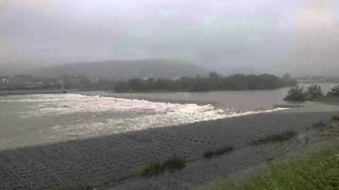 落差工を流れる洪水流(全景)@桂川 20110904台風12号