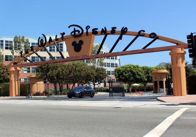 File:Walt Disney Studios Alameda Entrance.jpg