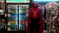 Eugene Melman como el diablo rojo