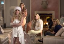 ScreamQueens-Still-2